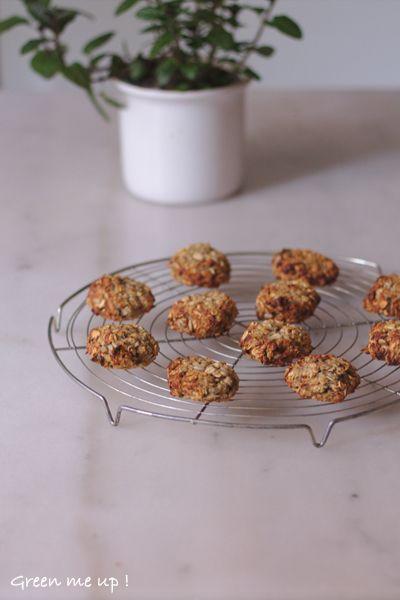Bonjour à tous ! Voici une recette absolument déconcertante de simplicité. Des petits gâteaux sans sucre mais bourrés de bonnes choses, qui ne contiennent que 2 ingrédients : de la banane et des fl…