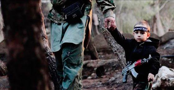 Espeluznante historia que debe ser conocida y DIFUNDIDA: un padre convierte a su hijo de 3 años en un yihadista. Su madre consternada, se enteró después