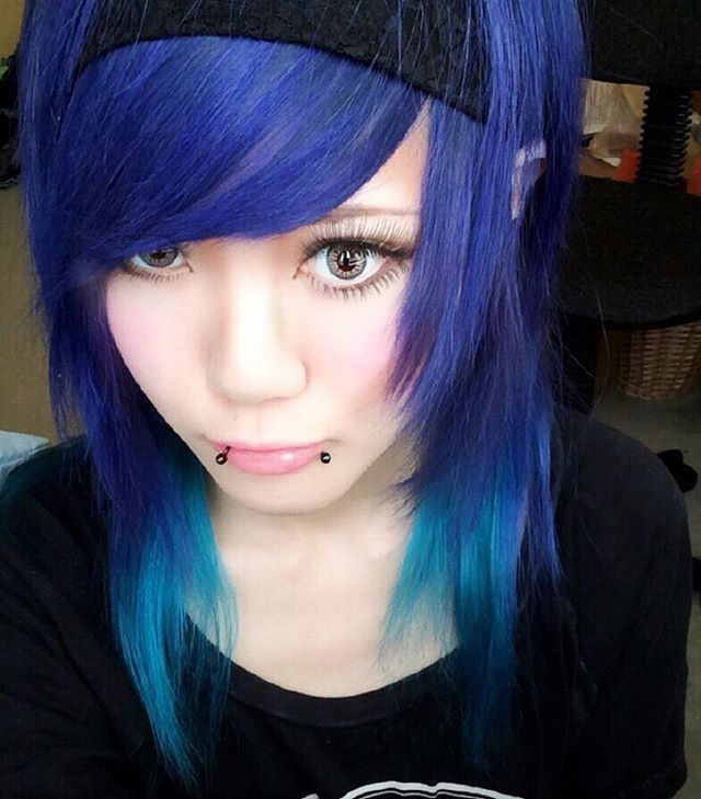 WEBSTA @ omochimakeup - it was so fun to dyed my hair🌈17/6/2014#makeup#makeupblogger#makeupaddict#manicpanic#memories#atomicturquoise#shockingblue#hairstyle#hairdye#emogirl#scenegirl#piercing#colorful#マニパニ#アトミックターコイズ#ショッキングブルー#カラコン#エモガール#メイク