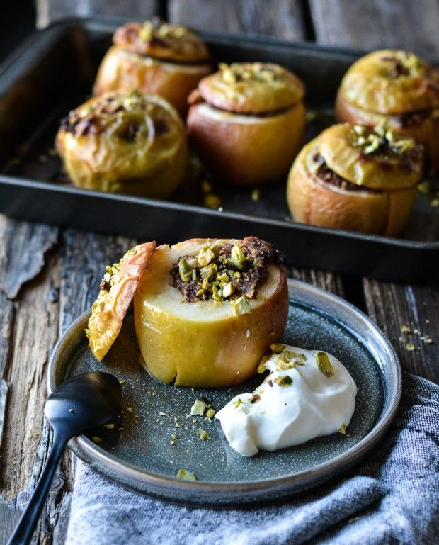 Baked Christmas apples filled with pistachio and date marcipan - A tasty love story