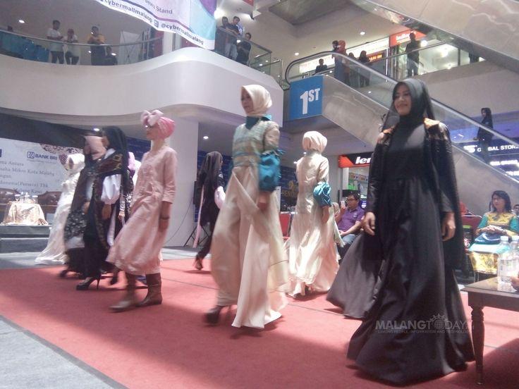 Keren, Tujuh Desainer Malang Bakal Ikuti Gelaran Fashion Internasional https://malangtoday.net/wp-content/uploads/2017/03/p.jpg MALANGTODAY.NET – Muslim Fashion Festival, gelaran fashion kancah internasional bakal diselenggarakan pada April mendatang. Sangat membanggakan, karena tujuh desainer lokal Malang akan mengikuti pagelaran yang akan dilaksanakan di Jakarta. Salah satu desainer kondang yang akan ikut dalam... https://malangtoday.net/inspirasi/gaya-hidup/keren-tuj