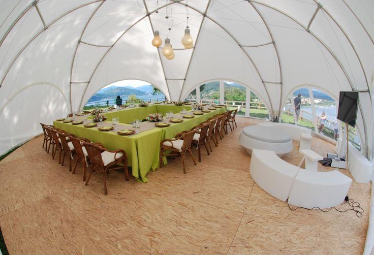 Arredi bianchi, luminosi e componibili, per la Fun Area di un #evento privato. #furniture #design #events #LerianSrl