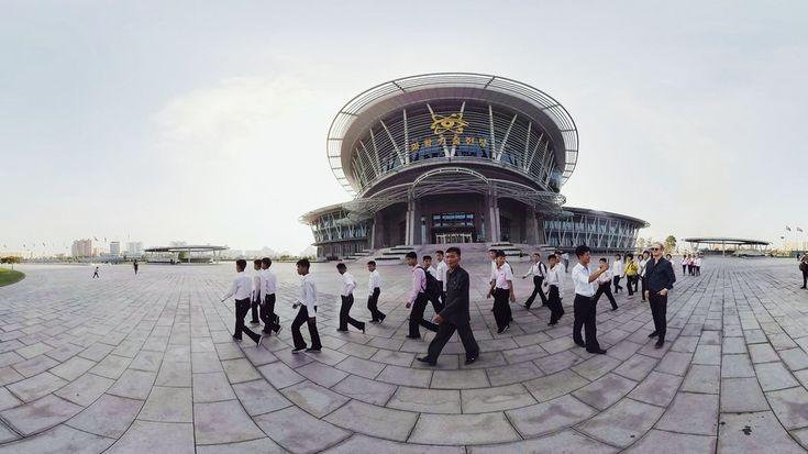 Новости виртуальной реальности : Побывать в Северной Корее можно виртуально! Всем известно, что Северная Корея очень закрытая страна, да и туристы не особо торопятся посещать это восточное государство. Отдых в Северной Корее даже считается экстремальным, так как к гостю обычно прикрепляют специального гида, которой следует за вами чуть ли не по пятам.  Шведская компания SceneThere решил показать миру, что в Пхеньяне не так уж плохо, как все думают. Специально для этого разработчики сделали…
