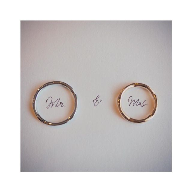 *Wedded life* ・ 指輪続きます、すみません💦 ずっとやってみたかった写真✨ ・ 指輪がお花の形なんですが… うん、見えないですね✋🏻 彼もなるべく細い指輪が良かったみたいで、 お花で大丈夫かな…と思ってたけど、問題なしでした✨ ・ 人とかぶるのはいや! でもせっかくだしラグジュアリーブランド欲しい! という私のわがままにぴったり❤ しばらくは大切にしまっておきます🍀 ・ ・ ・ #wedding #bridal #engaged #bridetobe #weddinginspiration #ウェディング #プレ花嫁 #2017春婚 #2017夏婚 #京都婚 #marry花嫁 #日本中のプレ花嫁さんと繋がりたい #ちーむ0402 #ちーむ0527 #ty0527 #ウェディングソムリエアンバサダー #ウェディングニュース #ハナコレ #farnyレポ #juno4u #カメラ女子 #オリンパス #olympuspen #chanel #weddingring #マリッジリング #結婚指輪 #シャネル #指輪 #ring