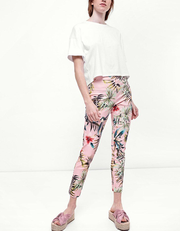 At Stradivarius you'll find 1 Tropical print trousers for just 1290 Thailand . Visit now to discover this and more Clothing.