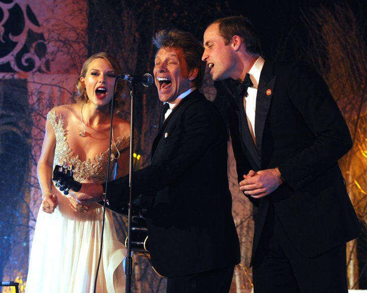 "Pin for Later: Wenn Welten aufeinander prallen: Promis begegnen den Royals  Prinz William trällerte mit Taylor Swift und Jon Bon Jovi ""Livin' on a Prayer"" im Kensington Palast im November 2013."