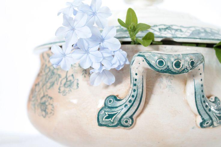 Soupière ancienne française en Terre de Fer, modèle Eglantine, avec couvercle, vaisselle française, vert sépia, de la boutique HasbeenDeco sur Etsy