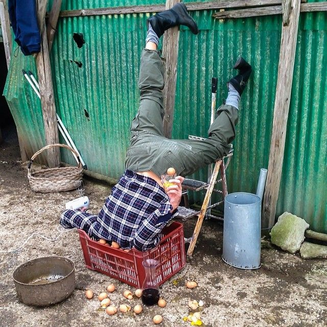 """Le photographe italien Sandro Giordano met en scène des chutes improbables dans sa série """"IN EXTREMIS - Bodies with no regret"""""""