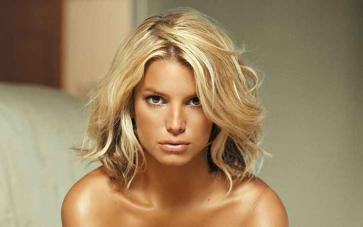 I love Jessica Simpson, and this hair is the BE ALL, END ALL of beautiful.  Just enough messy to be completely sexy.