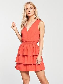 For those of you who love comfortable styling with that touch of coral, this linen dress from Very, offers that elegant summer look.