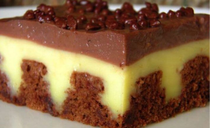 Najlepší dierkovaný pudingový koláč so šľahačkou, aký som kedy jedla. Je fantastický! - Báječná vareška
