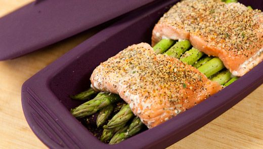 Lunch/Dinner: Steamed Salmon and Asparagus (210 calories/serving) serve with side salad