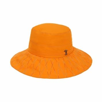 모자 챙에 레인보우 색상의 스티치로 여성스러움을 강조한 #엘롯데 #케이투 #여성용_고어텍스_레인보우 #hat