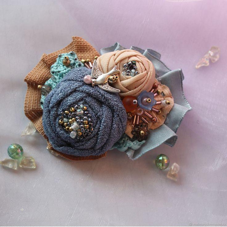 Купить Текстильная брошь Бежево-голубая в интернет магазине на Ярмарке Мастеров