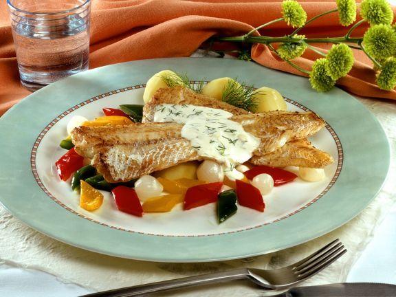 Seehechtfilet mit Gemüse ist ein Rezept mit frischen Zutaten aus der Kategorie Meerwasserfisch. Probieren Sie dieses und weitere Rezepte von EAT SMARTER!