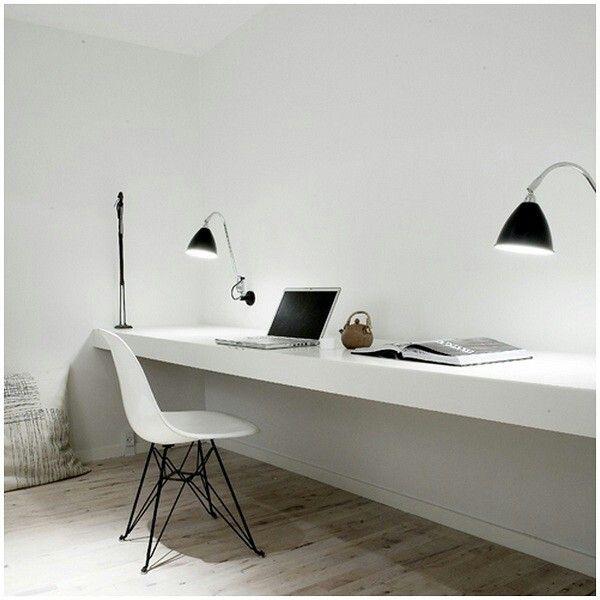 Tafel zonder poten geeft lucht aan de ruimte.