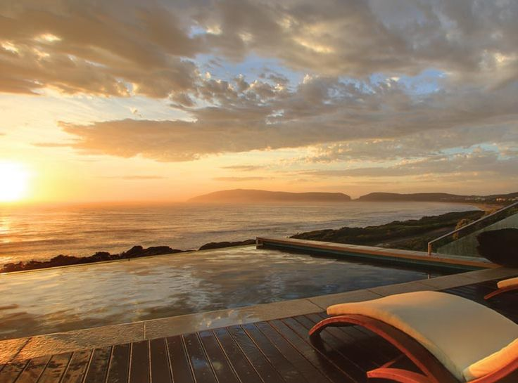 Periwinkle Guest Lodge is a 4 Star Luxury Lodge situated on Beachy Head Drive, Plettenberg Bay, directly across the road from the Robberg blue Flag Beach, a safe swimming beach. The Lodge is on 3 levels and has breathtaking views of the famous Robberg Peninsula, Tsitsikamma Mountains and the sea. | Holiday Houses SA