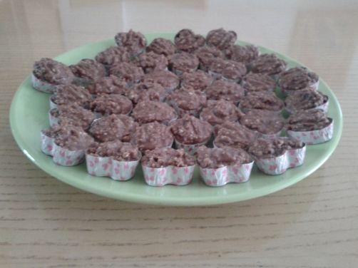 Bocaditos de Chocolate con frutos secos para #Mycook http://www.mycook.es/receta/bocaditos-de-chocolate-con-frutos-secos/