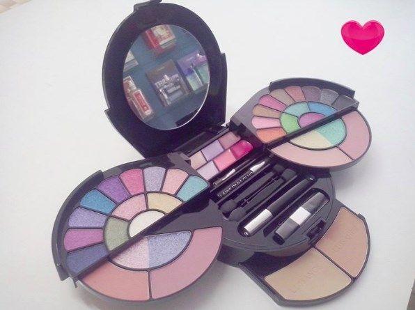 Estojo de maquiagem Luisance contém: 30 sombras; 4 blush; 3 batom; 2 pó facial; 1 lápis para olhos; 1 máscara para cílios; 3 sombra cremosa; pincéis para aplicação