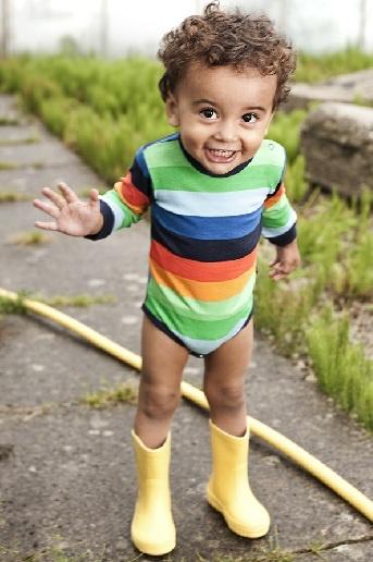 Babytøj og børnetøj - Undertøj, nattøj, bodyer, huer, hagesmække mm. fra Pippi. BRANDS4KIDS. www.trendykids.dk
