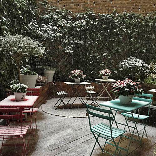 El patio de #ValentinaShop en #SanSebastian con #nieve #tiendasdeco #estilonordico #housedoctor