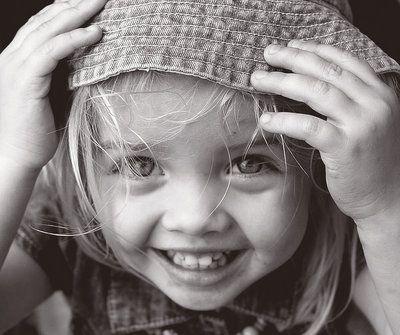"""""""La sonrisa es una de las más bellas armas con la que contamos para defendernos del dolor"""""""