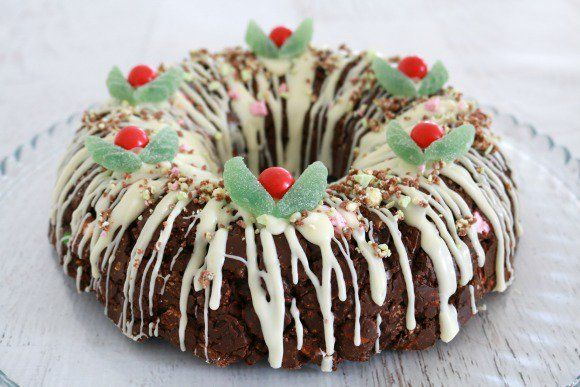 Want a totally delicious, ridiculously over the top Christmas dessert recipe? This Clinkers Rocky Road Wreath is exactly that and so much more!