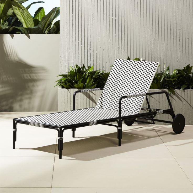 Best 25 midcentury chaise lounge chairs ideas on pinterest for Black metal chaise lounge outdoor