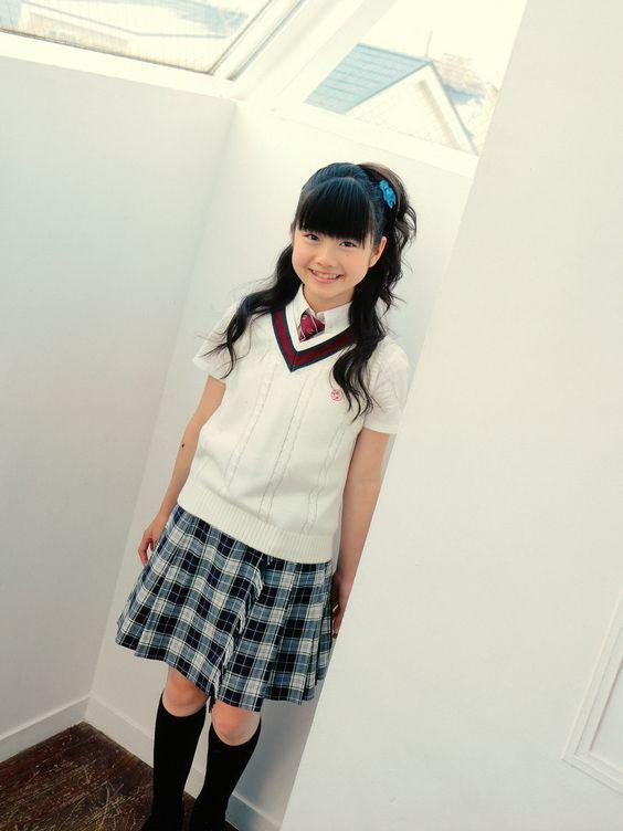 Kawaii standing up photoshoot