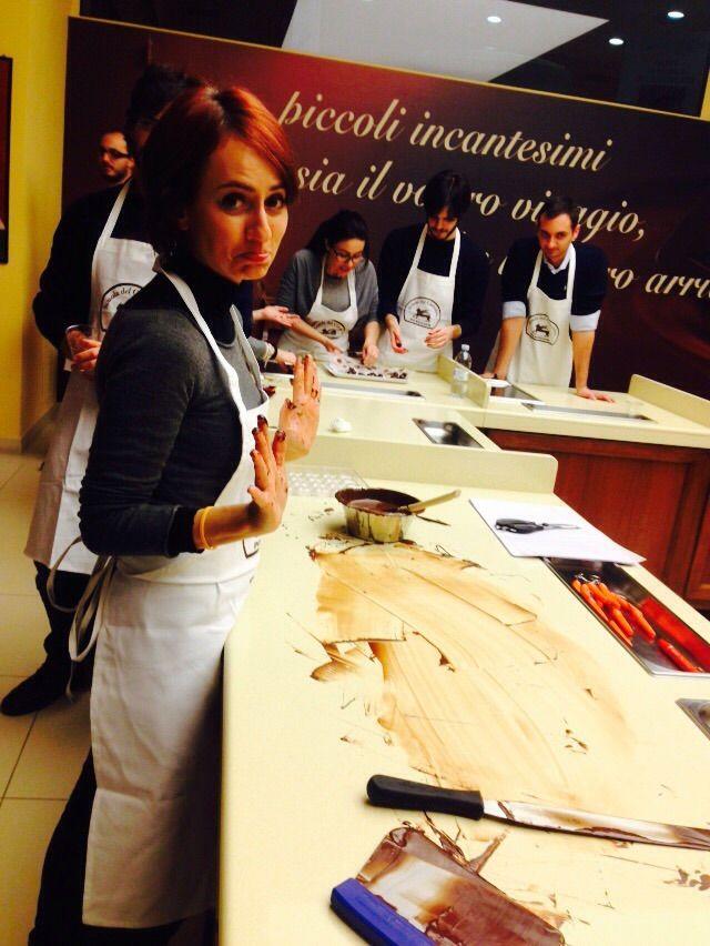 Marta alle prese con la lavorazione del cioccolato in casa Perugina