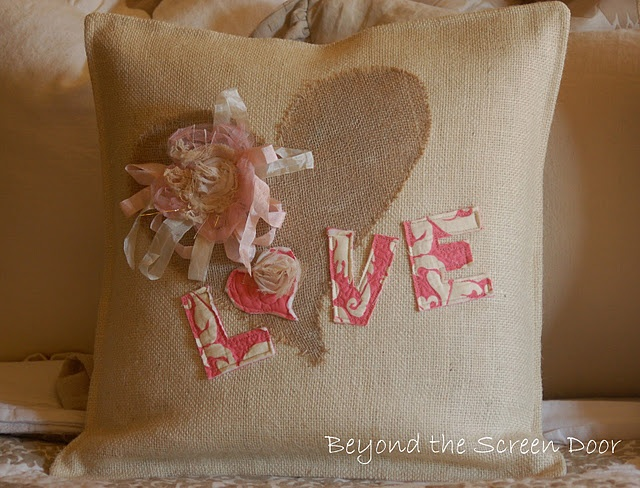 pillow coversFabrics Letters, Pillows Covers, Pillows Inspiration, Burlap Pillows, Heart Shape, Crafty Things, Valentine Pillows, Happy Valentine, Screens Doors