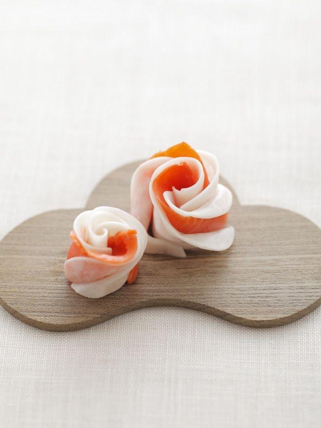 かぶとサーモンの甘酢和えを、華やかなお花の形に。/お正月の華やかレシピ(「はんど&はあと」2012年1月号)