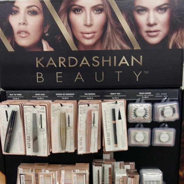 I LOVE ME -Messut. TERVEYS. Kauneus. I Love Me -Lounce la 21.10.2016....13.30 - 13.55 MEIKKAA kuin KARDASHIANIT...INFO Blogissa 2/3. Tykkään. HYMY ❤☺#messut  #kauneus #beauty #terveys #kardashian #citymarket #karpelancosmetics #maahantuoja #yksityisedustus #meikit #uutuudet #trendit