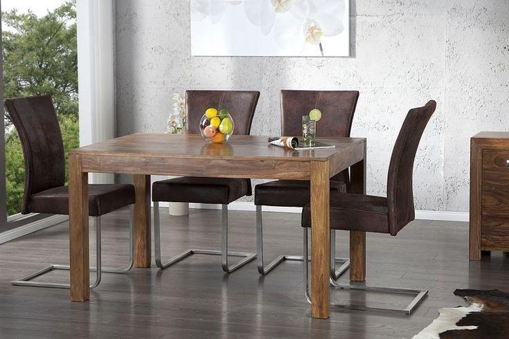 Drewniany stół. Występuje w dwóch wymiarach (140/160 cm)