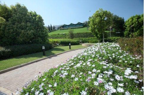 Ο Κήπος του Μεγάρου Μουσικής Αθηνών είναι ανοιχτός για το κοινό καθημερινά από τις 10 το πρωί μέχρι τη δύση του ήλιου.