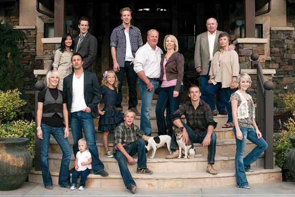 Large family pose + love that it's outside their home, makes it that much more personal :)