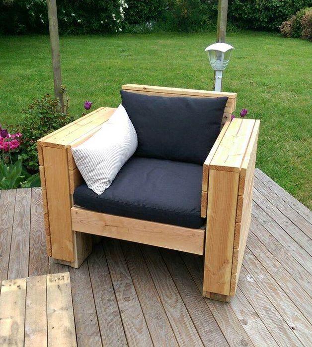gartenstuhl aus paletten das palettenm bel ist geeignet f r den garten oder balkon tolle idee. Black Bedroom Furniture Sets. Home Design Ideas