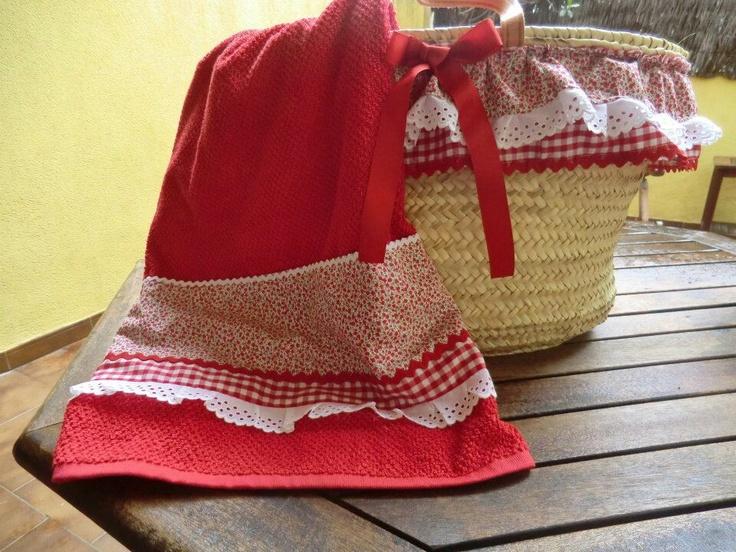 Capazo y toalla con volantes... en blanco y rojo