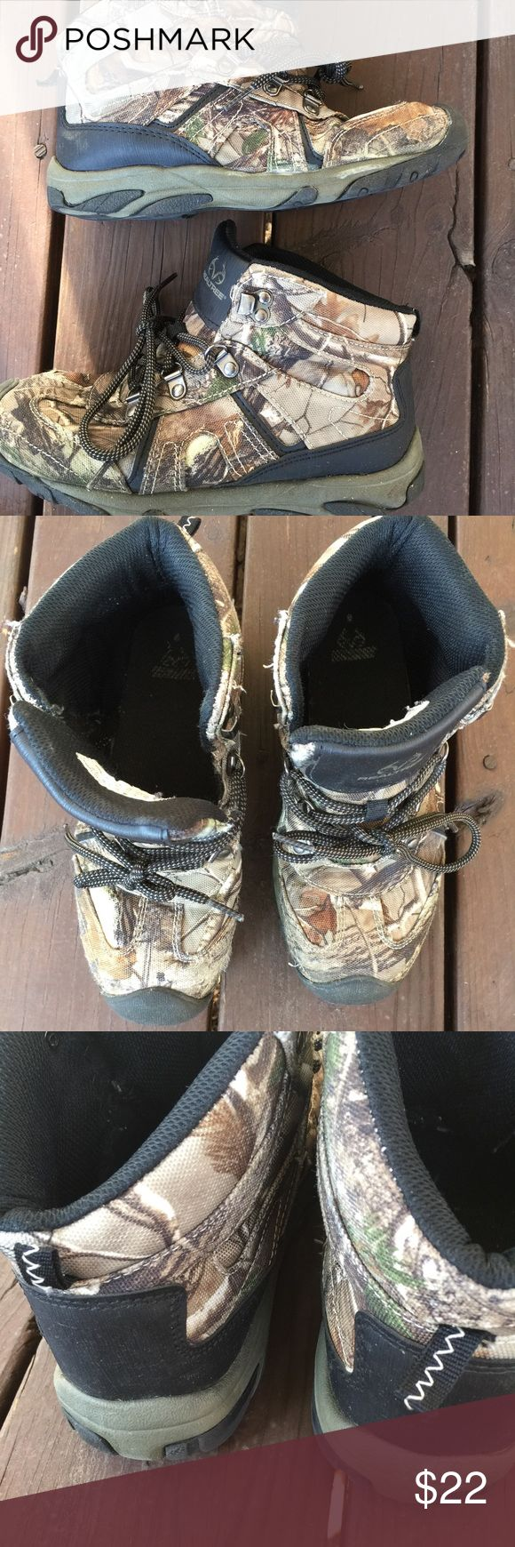Real tree Camouflage shoes boys size 5. Real tree Camouflage shoes boys size 5. These are made like high top tennis shoes/boots. They are preowned but worn very little. They are in great shape. Please view all pictures. Realtree Shoes Boots