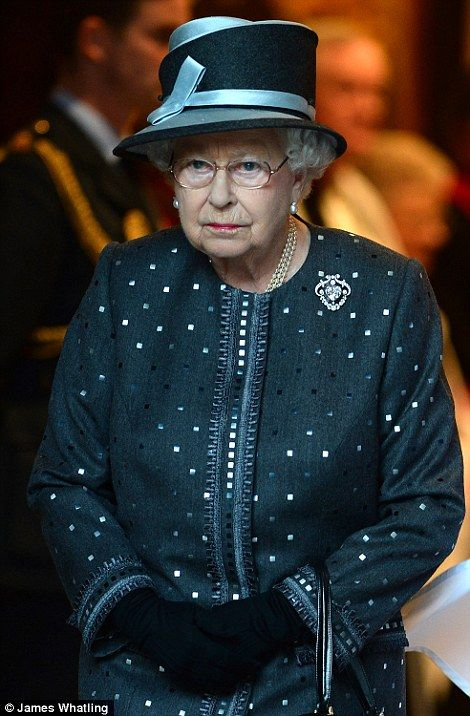 They shall not grow old: The Queen attends overnight Somme vigil as Kate, Wills and Harry pay their respects in France to soldiers killed 100 years ago on bloodiest-ever day in British military history | Daily Mail Online