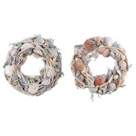 Conjunto de 4 coronas decorativas realizadas a partir de conchas marinas y flores secas naturales. Se pueden utilizar para colgar o como centro de mesa para dar un toque marino a la decoración.   Medidas:Alto:7.50xLargo:33.00xAncho:33.00cm.  Peso:0.39Kgs.