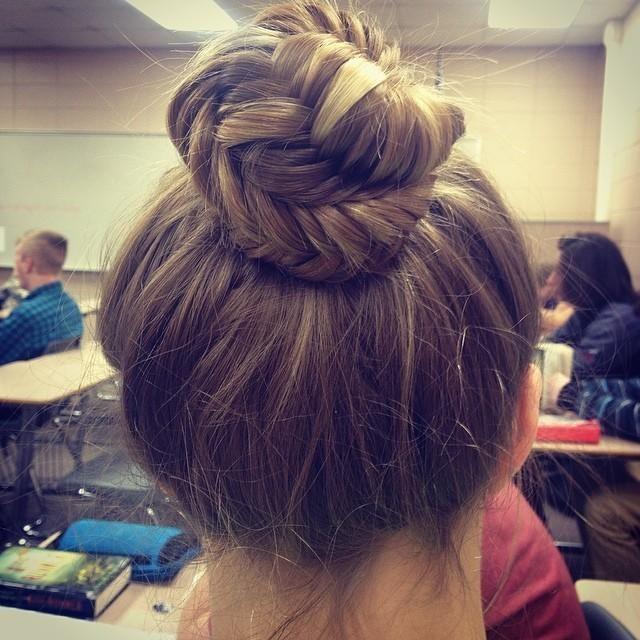 Trança rabo de peixe enrolada em um coque #cabelo #cabelos #mulher #penteado #hair #estilo #fashion #moda #garota #ideia #beleza