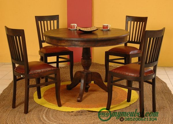 Set Meja Makan Carissa Bundar ini terdiri dari 4 kursi makan, dan 1 meja bundar yang semuanya menggunakan kayu jati sebagai bahan baku utama pembuatannya.