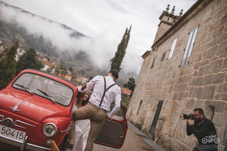 Ayer el tiempo no nos puso fácil la sesión de pareja de @silascalleshablasen y @dennysmp. Cambiamos de localización y casi todo se hizo en interior... pero ha quedado muy bonita. Muy pronto los resultados. Con @soniag54 (Makeup) @your_lovelywedding (vestido) #latiendaverde (floristería) todo ello en @caldariahyb Abadia Arnoia.  #fotografo #bodas #fotografodebodas #fotosdebodas #weddingphotos #wedding #photographer #postboda #trashthedress #weddingphotographer #bride #ourense #pontevedra…