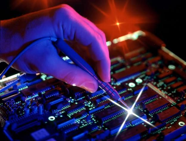 Naprawa komputerów Częstochowa Szybka ekspertyza, błyskawiczna naprawa. Przed przystąpieniem do naprawy informujemy klienta o kosztach jakie są z nią związane. Aby mógł podjąć decyzję czy jest to dla niego opłacalne.  W przypadku zakupu nowych urządzeń lub używanych oferujemy fachowe doradztwo podczas wyboru.
