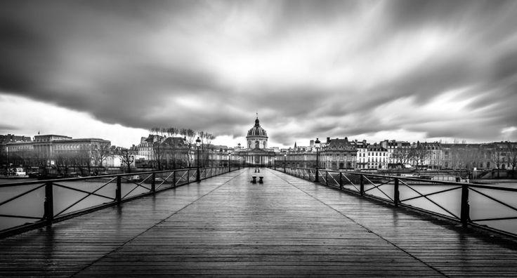 Черно-белый Париж, Мост Искусств
