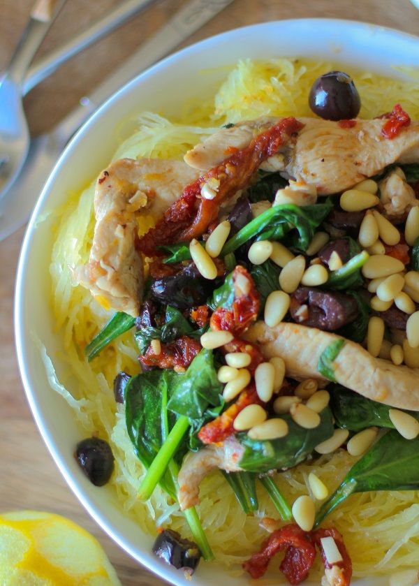 Greek Spaghetti Squash with Chicken, Spinach, Kalamata Olives, and Sun-Dried Tomatoes #glutenfree #healthy #recipe