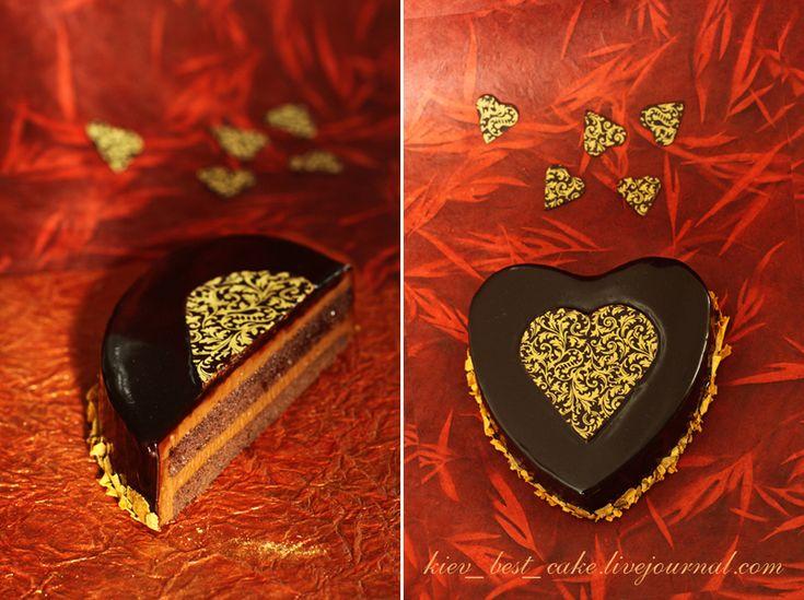 Торт «Сердце» ко Дню Святого Валентина Бисквит шоколадный с миндалем Легкий шоколадно-кофейный крем Зеркальная глазурь