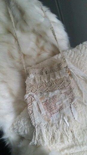 Sac#boho#boheme #bohemian #gipsy #jungledressing#shabby#lace#fringe#romantique#bag#sacepaule#sacamain#pochettegipsy#
