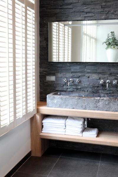 Wasbak op wastafelmeuber, shutters en kraantjes